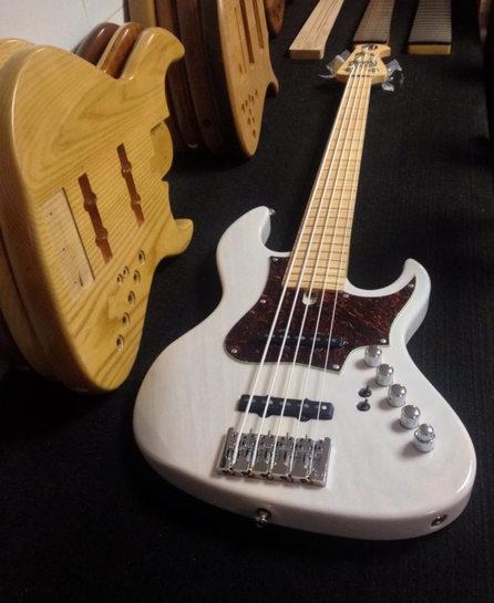 Classic Pro 5 strings.jpg