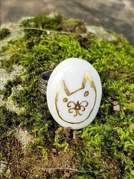 Porcelaine ring cat design