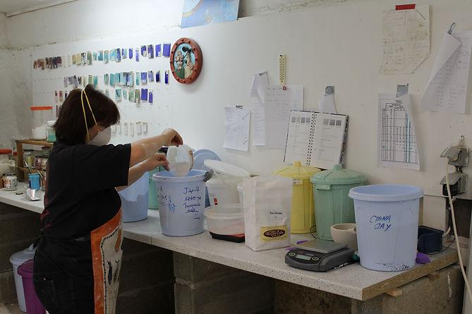 Mixing ceramic glazes