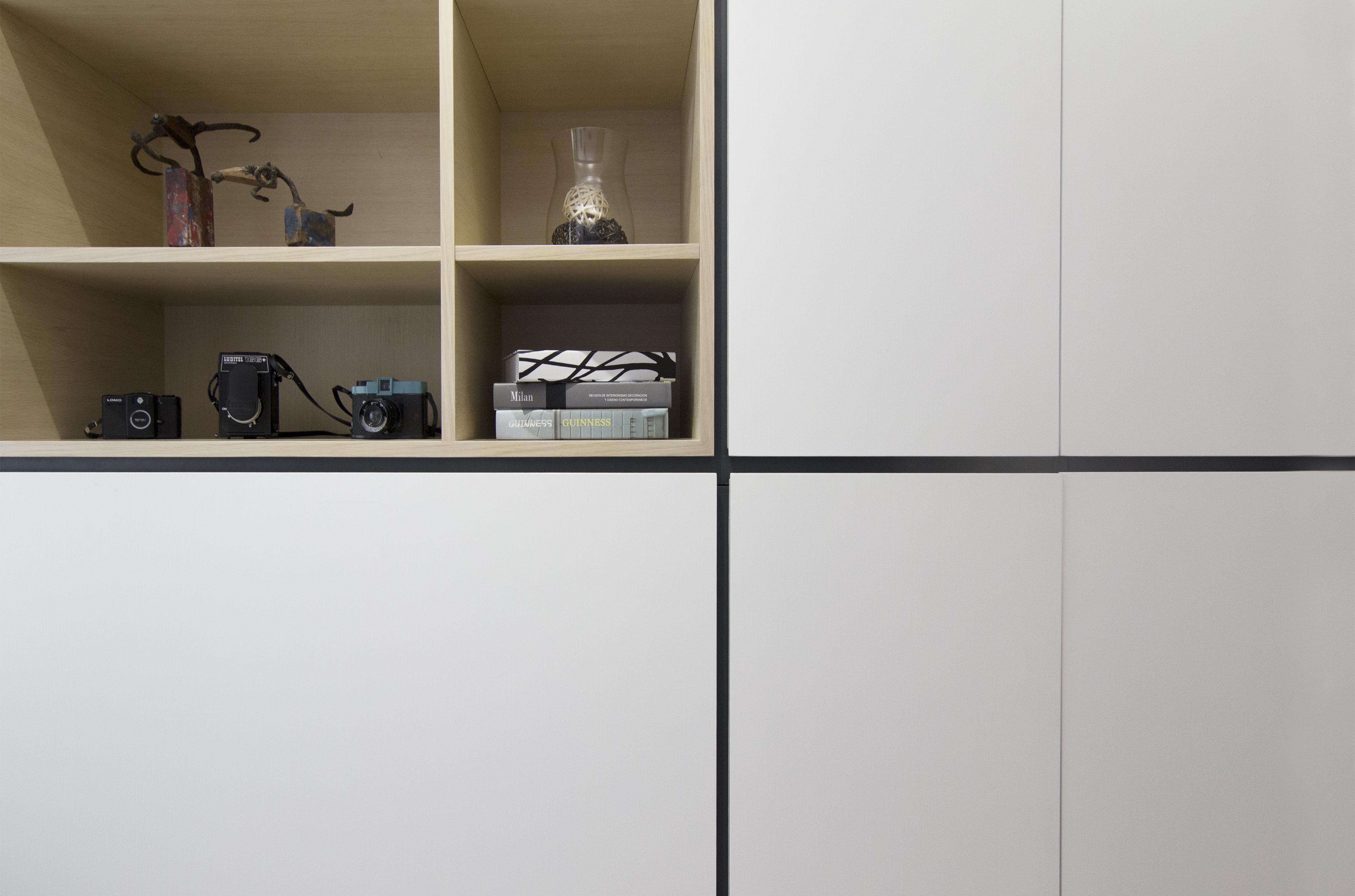 Bookshelve Detail
