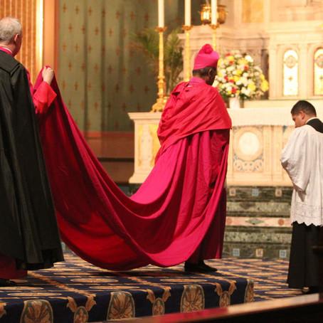 Instrução Ut Sive Sollicite: sobre as vestes e títulos eclesiásticos (Português)