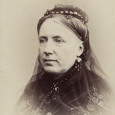 Amelia-Robertson-Hill-ne-Paton.jpg