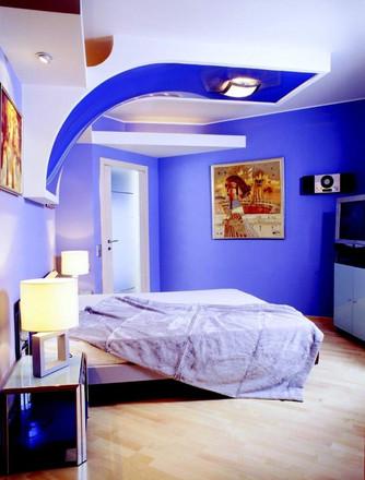 לצבוע חדר שינה בכחול לבן.jpg