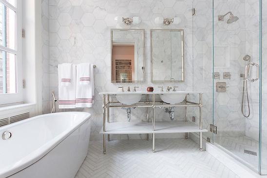 חדר אמבטיה משופץ.jpg