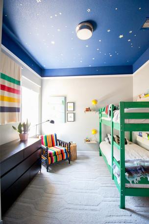 צביעת חדר שינה ילדים תיקרה כוכבים.jpg