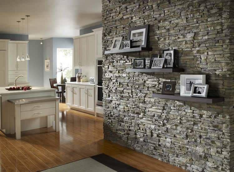 חיפוי אבנים טבעיות בריקים סלון.jpg