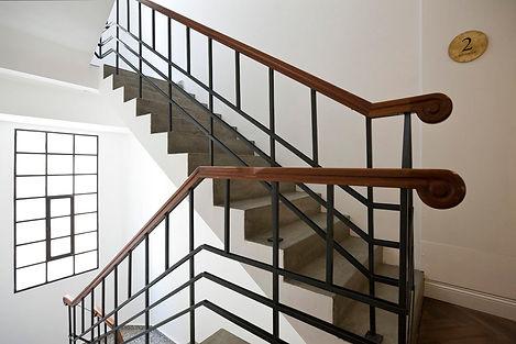 חדר מדרגות צביעת.jpg