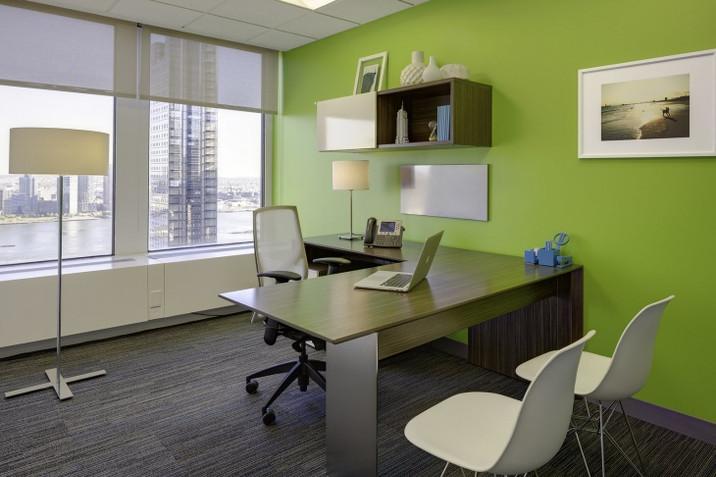 משרד צבוע ירוק.jpg