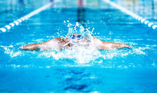 Homem na natação adulto Sereia