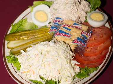 White_fish_salad_platter