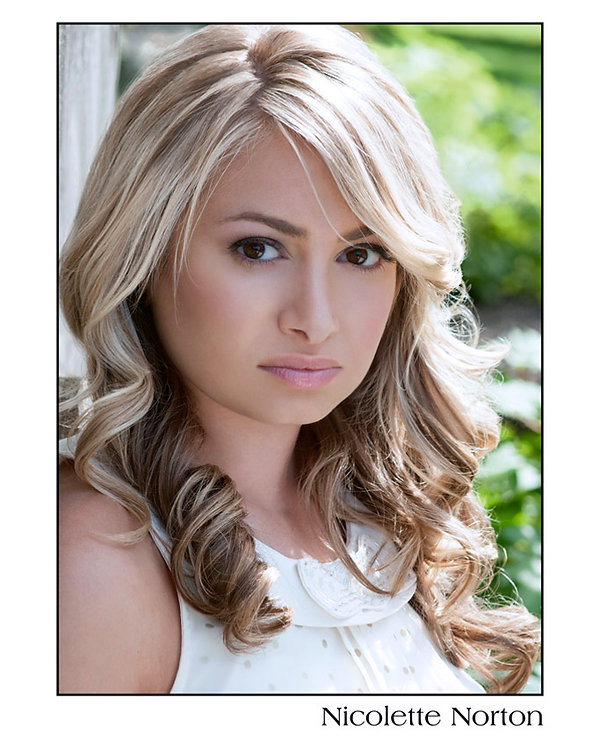 Nicolette Norton Headshot2.jpg