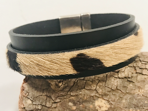Black leather cuff with animal print with magnetic clasp