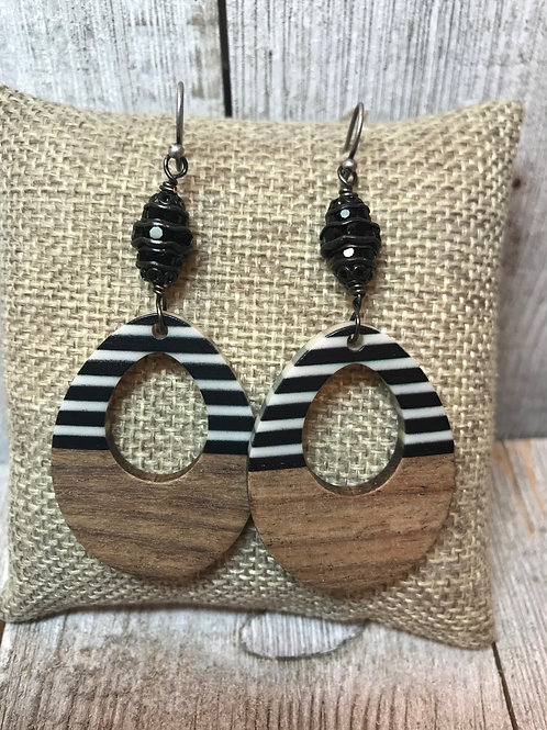 Wood Stripe Earring withBlack Crystal