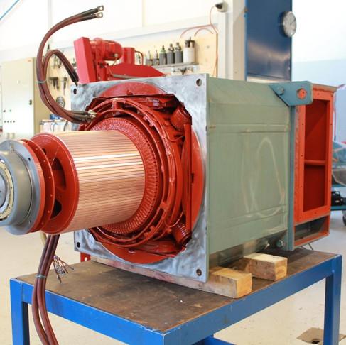 Montage d'un moteur CC 585kW