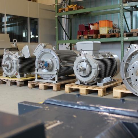 5 moteurs de grandes tailles