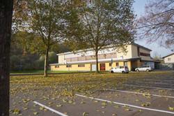 Parkplatz vor Schulsporthalle