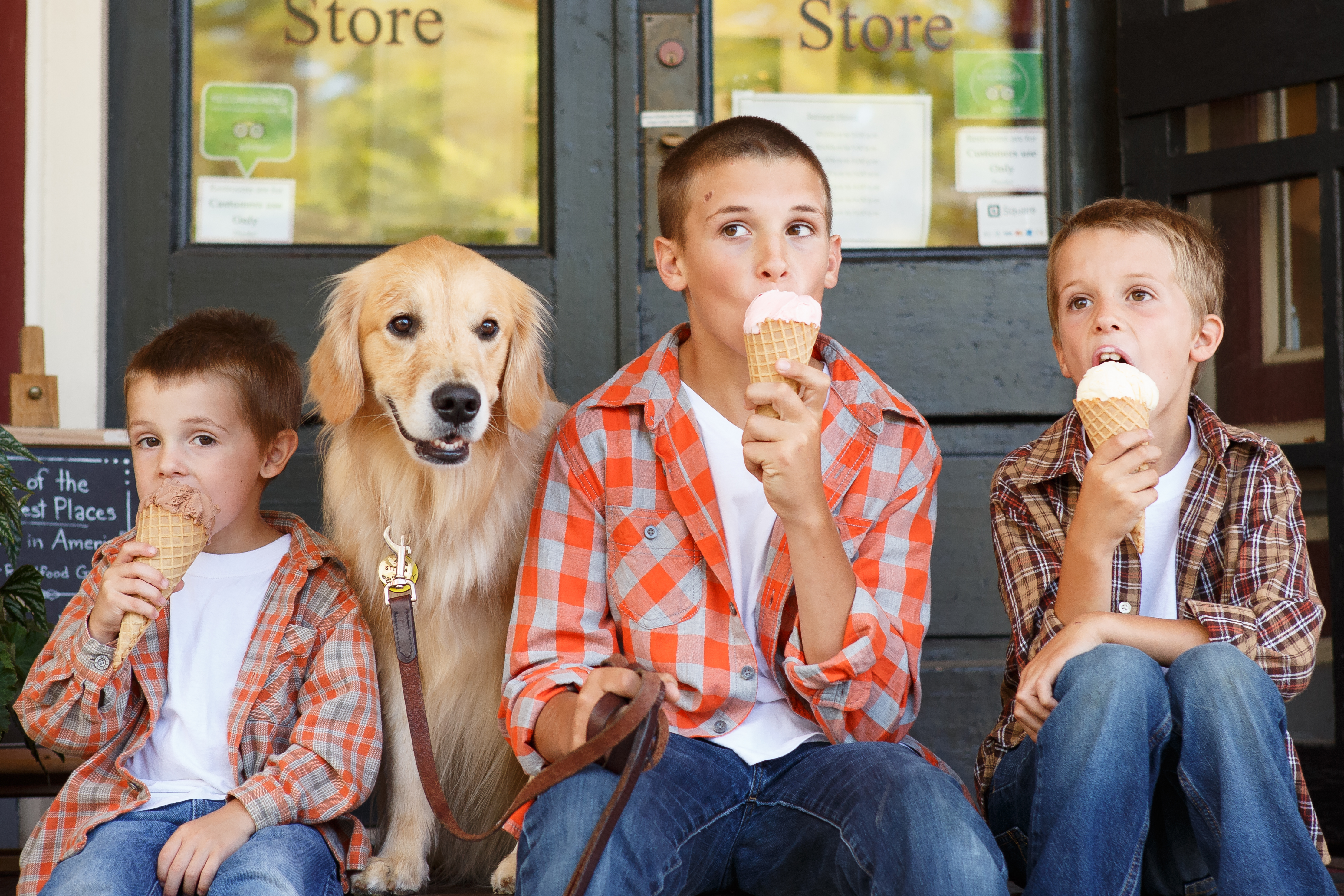 children eating ice cream with dog stockholm wisconsin-6514 - Copy - Copy