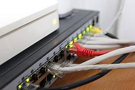 Internet, box internet, opérateur téléphonique, adsl, fbre optique sfr, bouygues,numéricable, orange, free, freebox, prise téléphonique