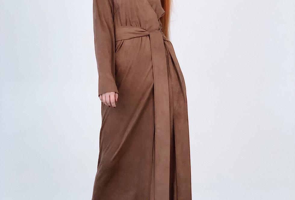 Платье конверт с поясом из эко замши