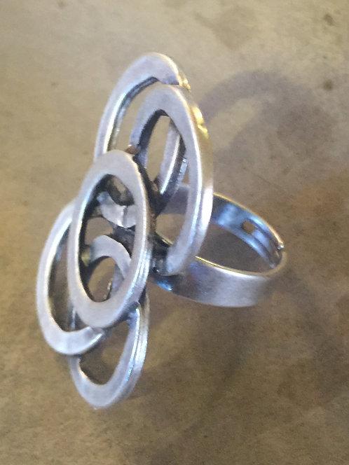 5 circle ring