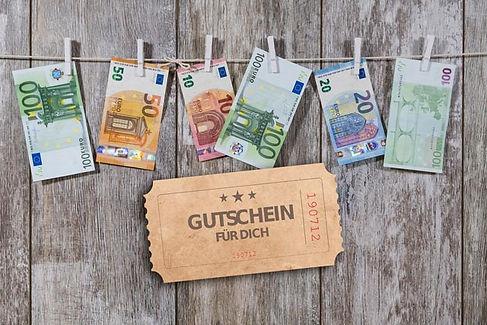 Geld mit Gutschein.jpg