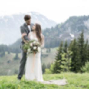Hochzeitspaar in den Bergen