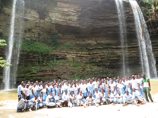 Hope College Students Visit Boti Falls and Akosombo Dam