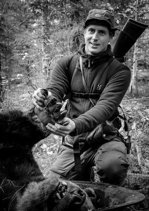 Robert Salomonsson med skjuten björn
