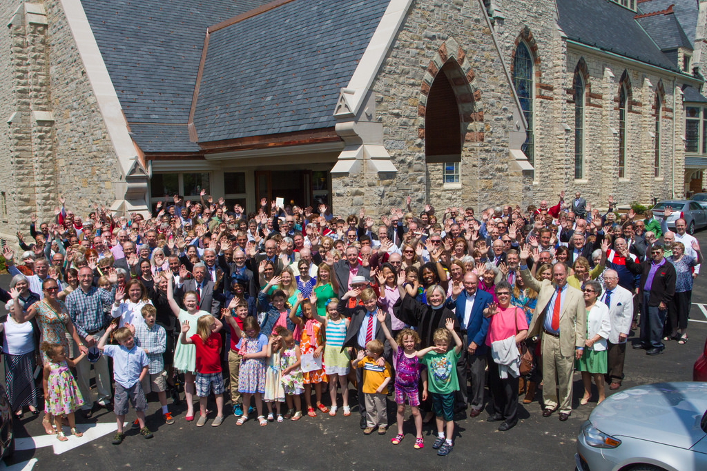 Peopel Congregational Photo Wave.jpg