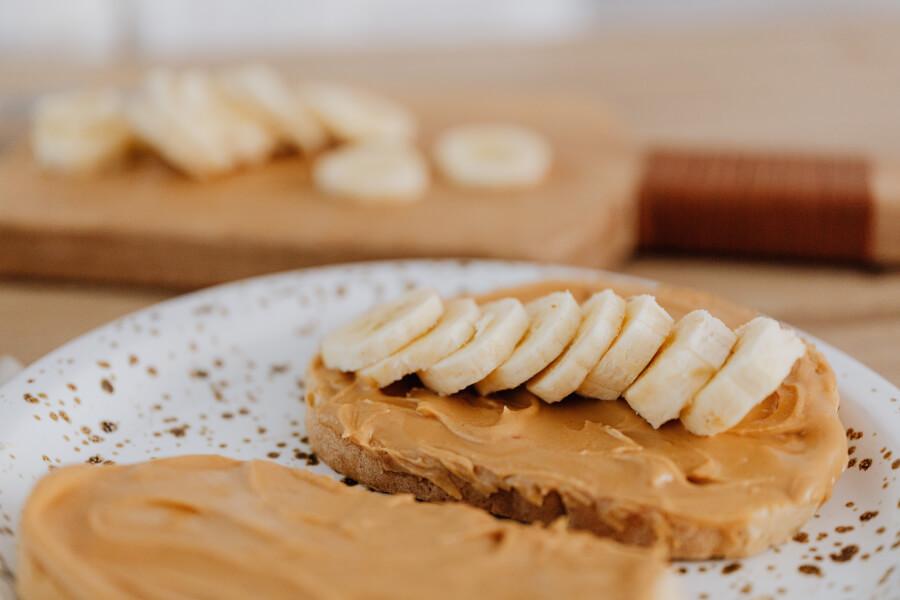 dirt cheap meals peanut butter & banana toast