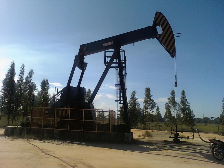 ¿Por qué Bajan los Precios del Petróleo?