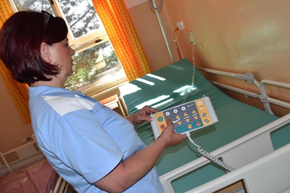 Postele pro nemocnici