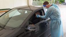 NEUE DRIVE - IN - TESTSTATION AN DER FRÜHEREN GERLSPECK - TENNISHALLE Stäbchen durchs Autofenster