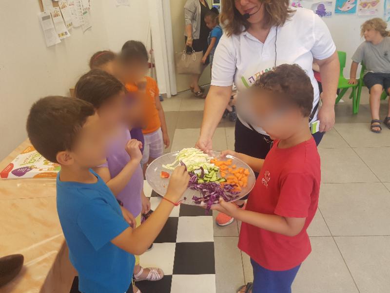 ילדים בפעילות שחקו אותה בריא בבית ספר יס