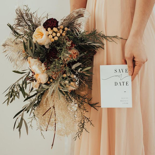 This minimalist SAVE THE DATE was a beau