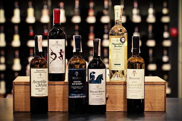 Большинство местных жителей, живущих в Эмпорио, производят вино хорошего качества для удовлетворения