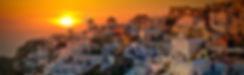 Ия (Ойя)—жемчужина острова, самый северный, и пожалуй, самый романтичный городок на Санторини. Старые мельницы, узкие улочки, лестницы и тупики, купола, арки и крошечные отели здесь буквально на каждом шагу. А также замечательные отели-домики для молодоженов. Именно с этого курорта туристы привозят большинство фотографий.