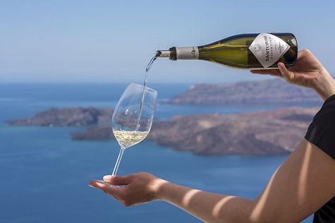 Одна из лучших виноделен Санторини расположена в традиционной деревне Пиргос