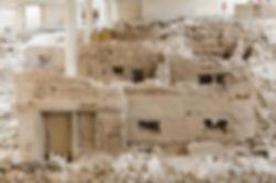 Две основные цивилизаций оставили свой след на острове Санторини. Одна цивилизация относится к доисторическим временам и это та, которую принесли в свет раскопки в Акротири. Другая греческая цивилизация- древний город, расположенный на горе между Периссой и Камари. Санторини является необычным островом. Он сформировался не так, как окружающие его соседние острова. История Санторини неоднократно погребала остров вместе с его жителями и их творениями в глубины земли, под толщи лавы и затем вновь возрождало его. Поэтому Санторини не похож ни на один другой остров. Это своеобразное исключение, обособленное от остального мира и имеющее свои особенности развития, притягивает туристов со всего мира.
