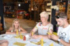 atelier création de bougies à la ferme vagabonde des fendaillous