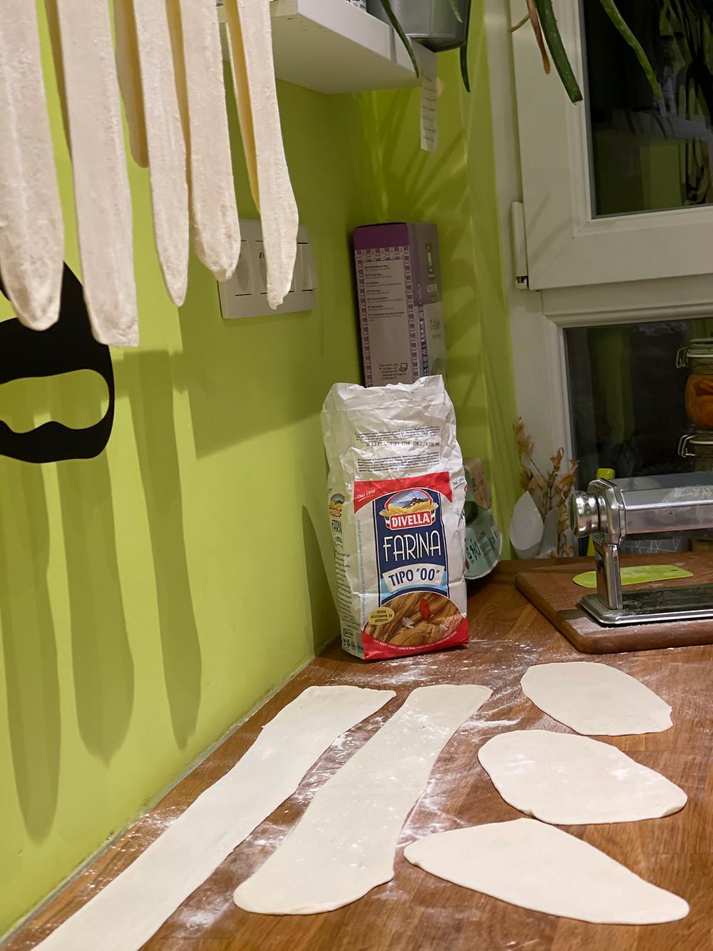 Pâte fraiche sans oeufs, faite maison pour lasagne végétarienne