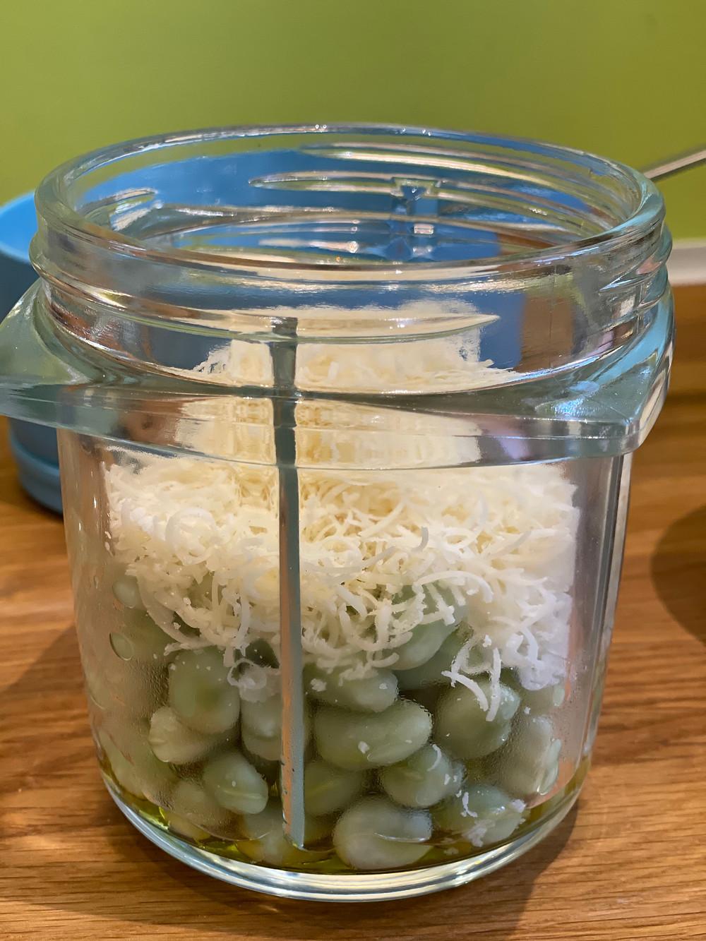 fève, parmesan padano, huile d'olive, blender