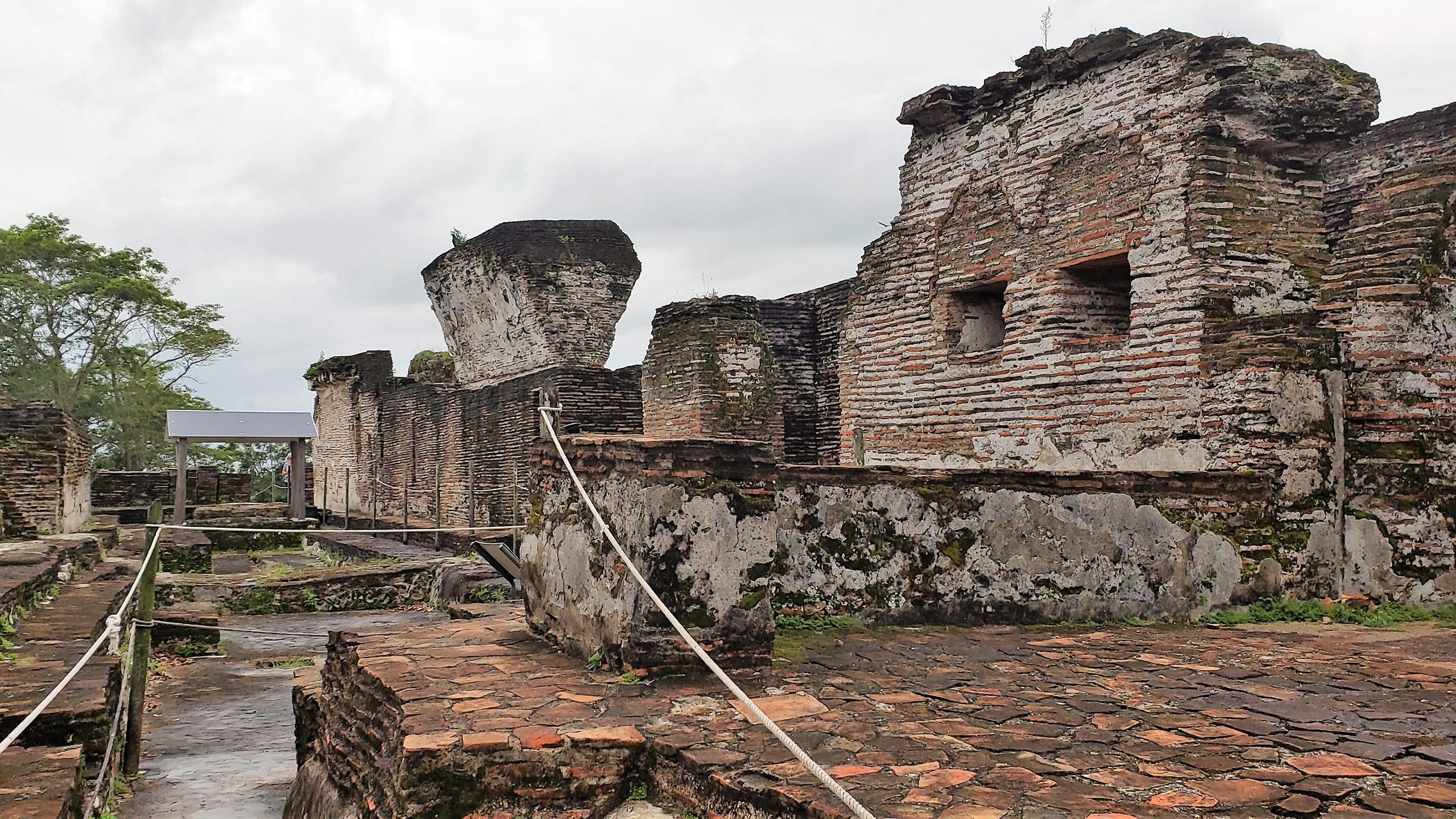Residences of the upper acropolis, Comalcalco