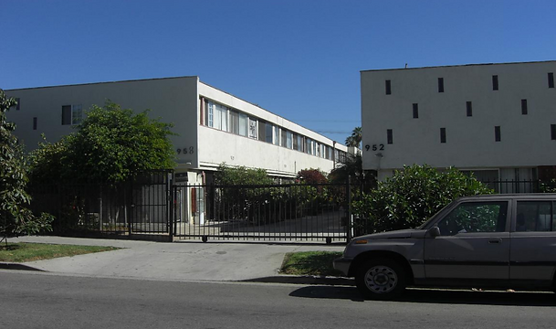 952-58 North Ardmore Avenue.png