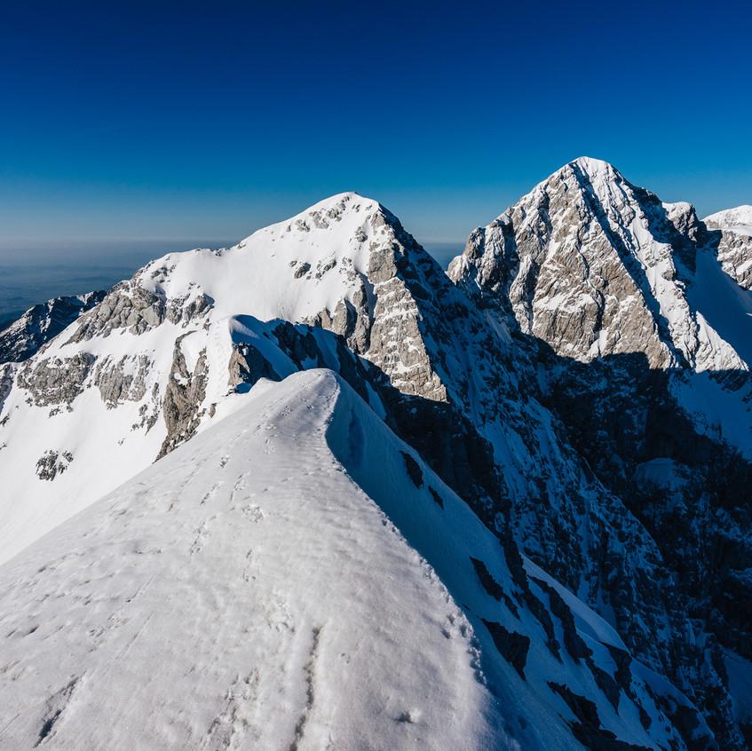 Vpravo vrcholek Skuta