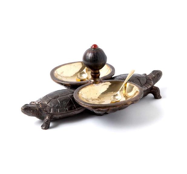 Tortoise Salt & Pepper
