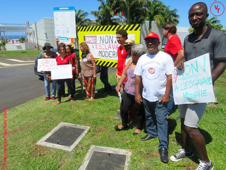 Manifestation de la CGTR devant Carrefour Saint-Pierre (La Reunion) 2017.