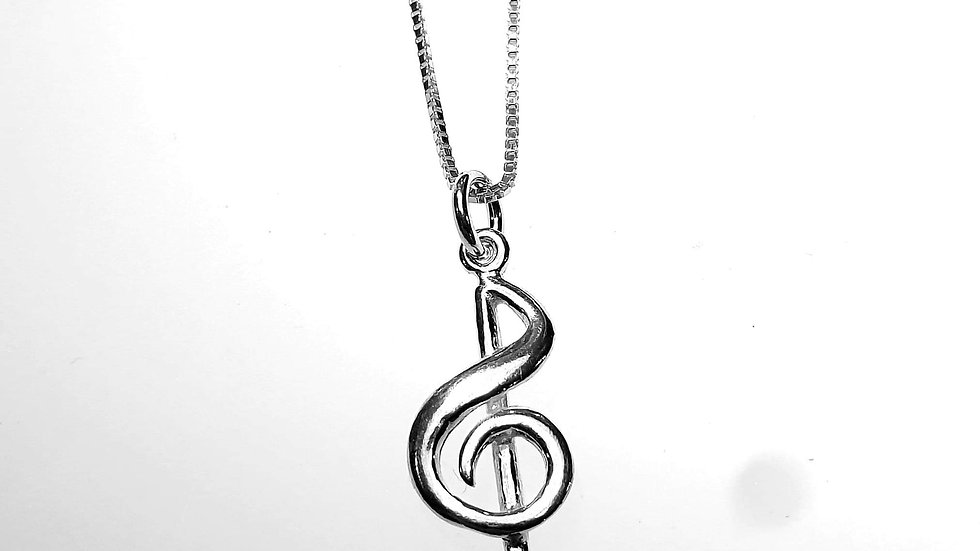 Treble clef in silver with chain