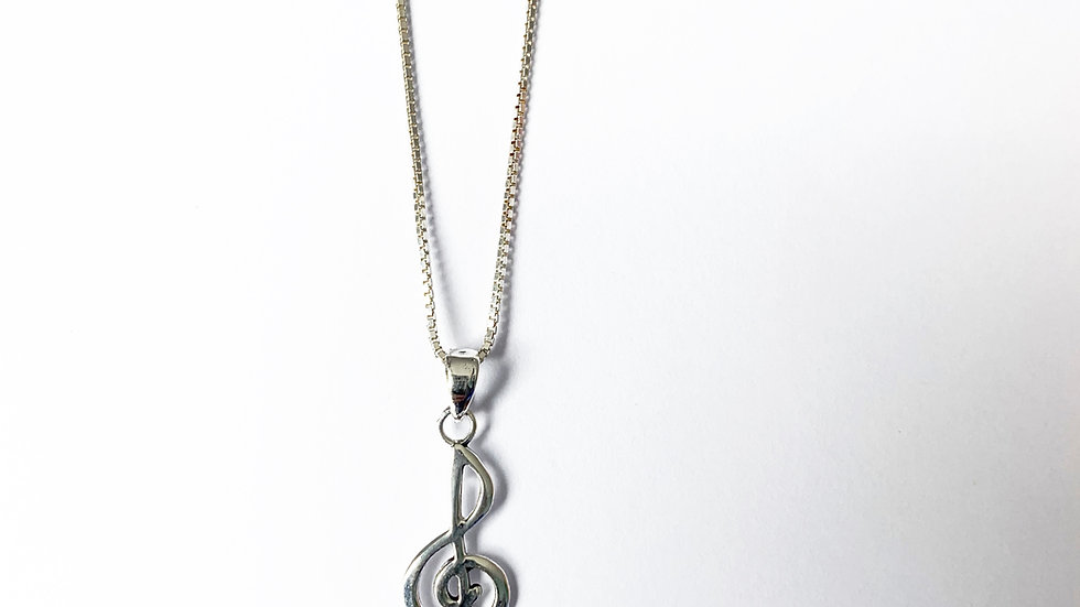 Treble clef necklace in silver