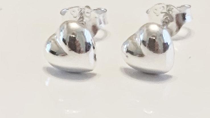 Heart stud earrings in silver